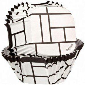 Wilton Quadratische Förmchen in schwarz - weiß